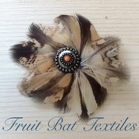 Round owl feather hair clip
