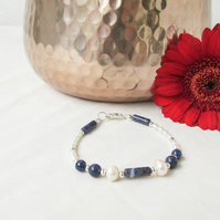 Pearl and Lapiz Lazuli bracelet, freshwater pearl and gemstone bracelet