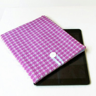 Ipad cover in pink retro fabric - 10 inch tablet sleeve
