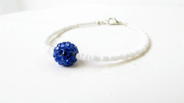 Beaded stacking bracelet - white and blue