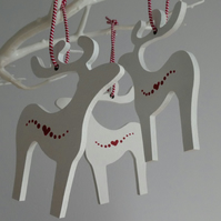Set of 3 hanging reindeer decoratiions - white