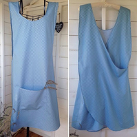 Artisan apron size medium. Women's apron.