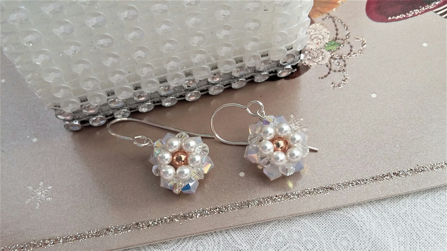 White Daisy earrings with a rose gold centre