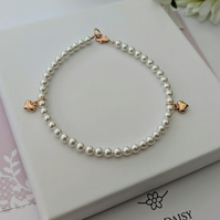 Shimmering Swarovski pearls with two puffed rose gold hearts bracelet