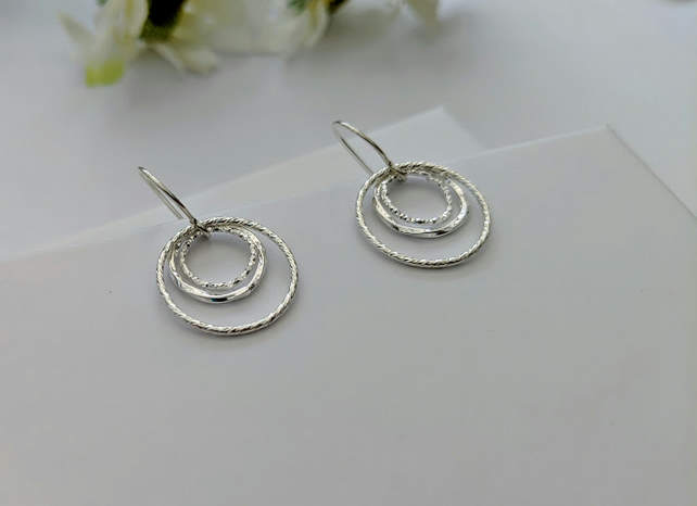 Contemporary sparkly 3 rings earrings