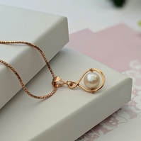 Freshwater Pearl and Rose Gold infinity necklace
