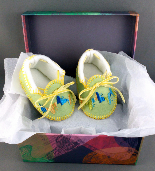 Spring Green Baby Moccasins with Butterflies. Shoes in 100% Pure Wool Felt.