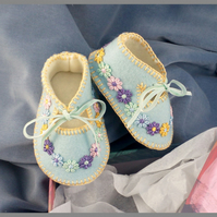 Spring Blue 100% Wool Felt Baby Shoes. Fully Lined.  Gift Boxed. 0-3 months OOAK
