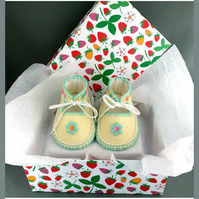Hand Made Baby Shoes in 100% Pure Wool Felt. Lined. Gift Boxed. 0-3 months OOAK