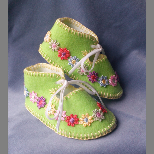 Apple Green 100% Wool Felt Baby Shoes. Lined.  Gift Boxed. 0-3 months OOAK