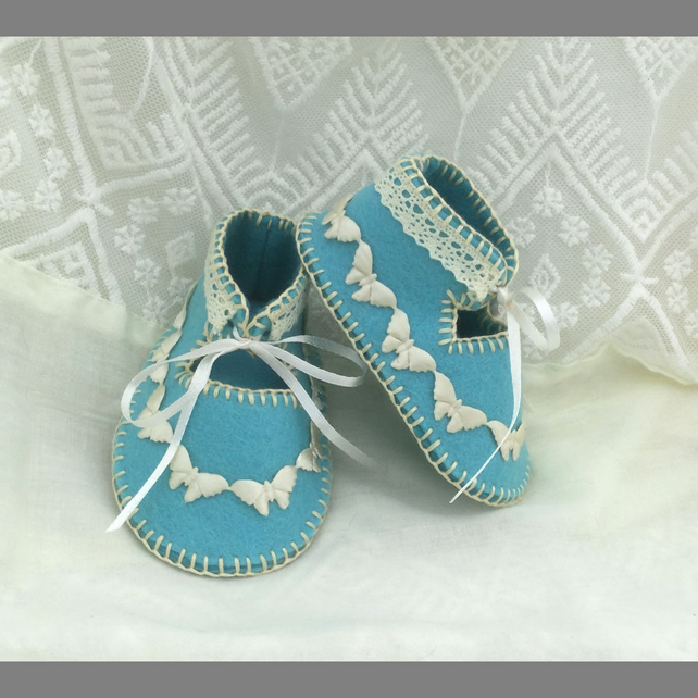 Vintage Look Blue & Cream Pure Wool Felt Baby Shoes. Gift Boxed. 0-3 months OOAK