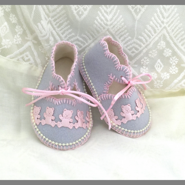 OOAK Pearl Grey Baby Shoes in 100% Pure Wool Felt. 0-3 Mth. Gift Boxed