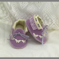 Mauve and Pale Yellow Baby Moccasins with Lace and Butterflies. Pure Wool Felt.