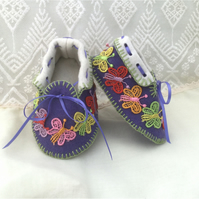 Baby Moccasins with Butterflies. Shoes in 100% Pure Wool Felt. Gift Boxed. 0-3 m