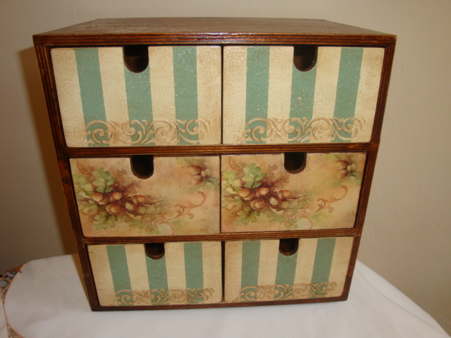 Wooden vintage style chest of drawers - Jewellery box