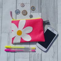 Oilcloth daisy design small purse