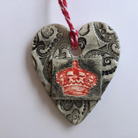 Black Lace Heart Ceramic Wall Hanger with Crown