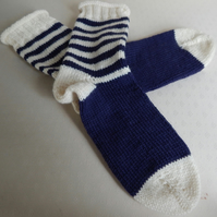 Hand Knitted Socks in 100% wool, Blue & Cream, Size large