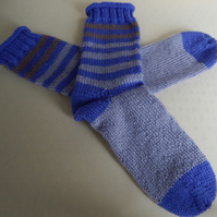 Hand Knitted Socks in 100% wool, Blue & Mauve, Size large