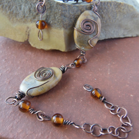Yellow sunstone and hammered copper bracelet