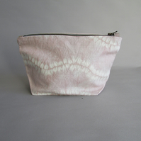 INDI 286 Irish Linen Wash Bag