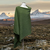 Green lambswool asymmetric poncho.  Women's cape. Wool poncho.