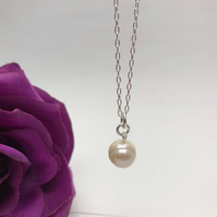 Pearl Necklace CHRISTMAS GIFT FREE POSTAGE