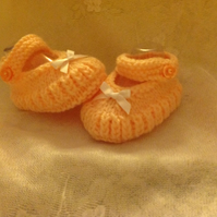BABY SHOES HAND KNITTED to fit 3-6m with SINGLE STRAP and white ribbon at front