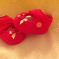 BABY SHOES in RASPBERRY to fit 1-3m with CROSSOVER STRAPS AND FLOWER AND RIBBON