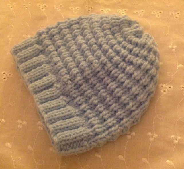 BABY HAT to fit 3-6m