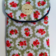 Cath Kidston Red Roses Glasses case. Padded and Fully lined in baby-soft fleece