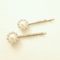 Set of 2 vintage style faux pearl hair pins
