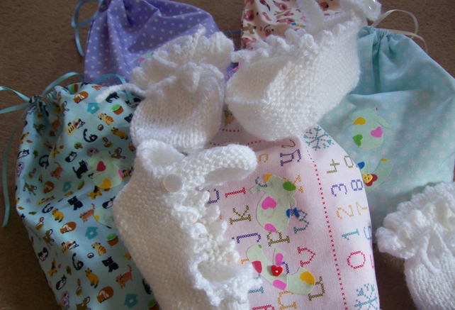 Bootee and mitts gift sets with gift bag