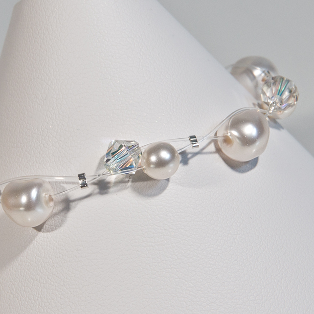 SALE! Pearl & Crystal bridal bracelet, Swarovski® wedding illusion bracelet