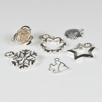 De-stash: 20 silver plated charms, Assorted silver metal charms for jewellery