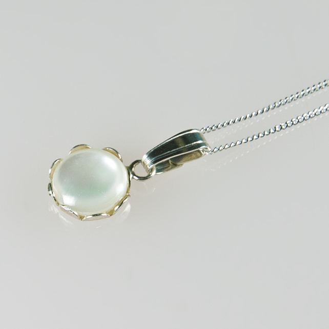 SALE! Mother of Pearl pendant, Shell & Sterling Silver pendant & chain, Necklace
