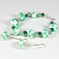 Green bracelet & earrings set, Lampwork gemstones & Swarovski® jewellery