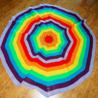 Crocheted rug in rainbow colours