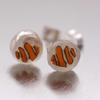 Tiny clownfish resin stud earrings