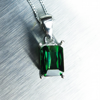 1.75cts Natural Chrome green Tourmaline octagon cut Sterling 925 Silver pendant