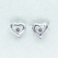 Natural Diamond 2.75mm White H ,SI1 9ct 375 Gold heart earrings 8x8mm