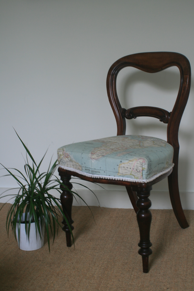 Victorian dining chair with world map (with springs)