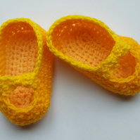 Baby Girl Shoes hand crochet in yellow
