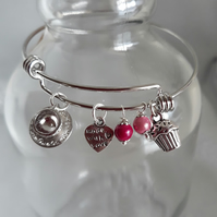 BR253 Expanding bangle with beads and charms