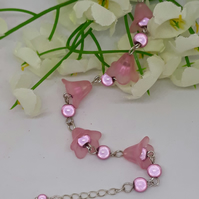 BR328 Pink lucite flower bracelet with beads