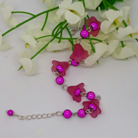 BR329 Hot pink lucite flower bracelet with beads