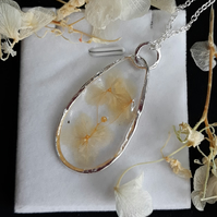 R23 Resin necklace with dried flowers