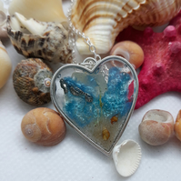 R31 Sea themed heart necklace with seahorse