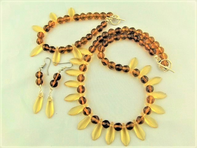 Topaz Crystals and Amber Dagger Bead Jewellery Set