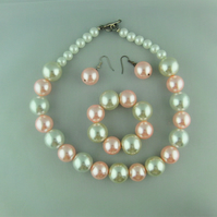 White and Pink Pearl Jewellery Set Comprising a Necklace Bracelet and Earrings